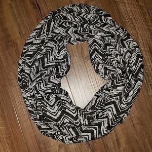 NWOT black and white scarf